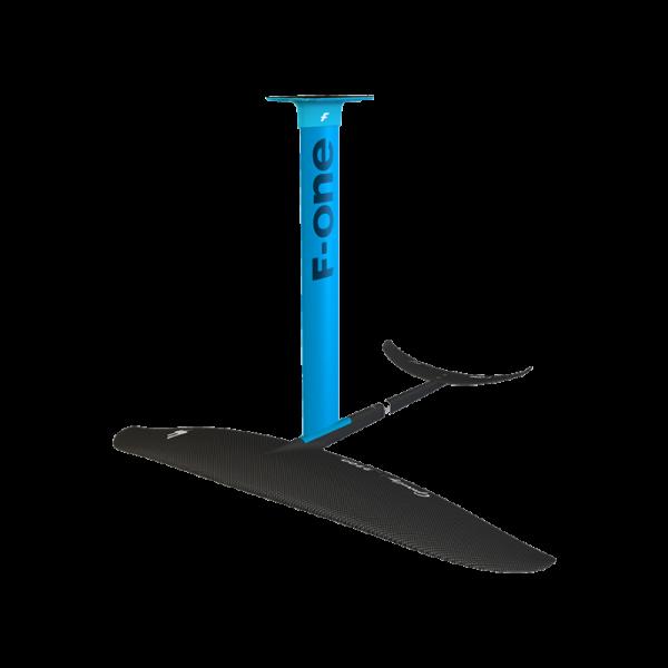El ala F-ONE GRAVITY 1800 está diseñada para SURF/SUP/WINGFOIL.      Water start progresivo y fácil. Máxima maniobrabilidad. Equilibrio entre velocidad y giro perfecto. Take off 95% Speed 70% Carving 80% Pumping 80% Area Dimensiones Aspect Ratio Peso Incluye 1800 cm² 90 cm 4.6 1,95 kg (ala delantera) FW GRAVITY CARB. 1800 + FUSELAGE CARBON LONG + STAB C300 SURF + TOOL TORX T30.